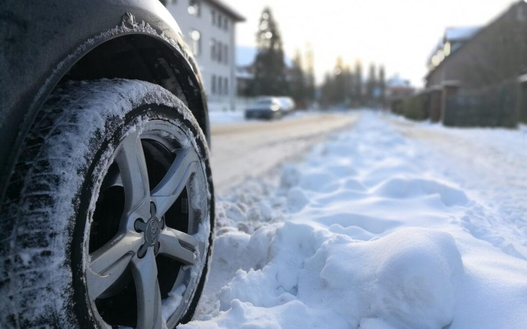 Unfall bei Glatteis, Blitzeis oder Schneeglätte: Wie hoch ist der Schaden am Auto