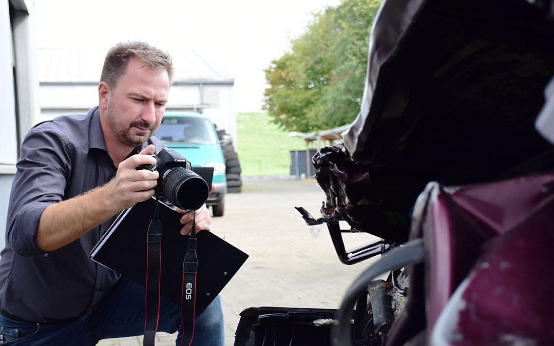 KFZ-Sachverständiger Sven Hannemann erstellt Unfallgutachten für Totalschaden
